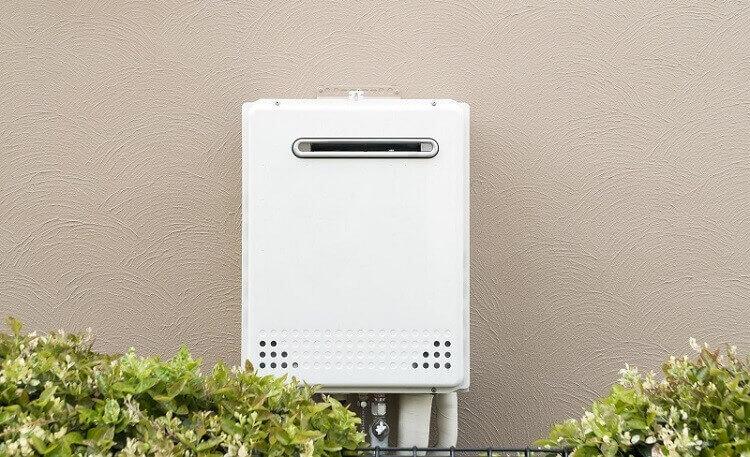 給湯器の型式や製造番号の場所がどこかを探す 修理前のチェック2つ