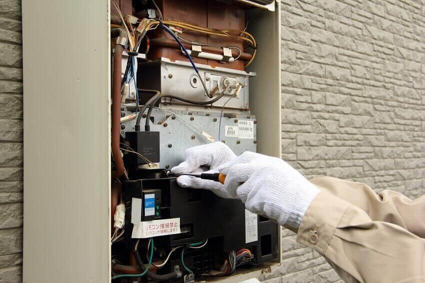 給湯器の中枢「電装ユニット」の基礎知識と異常時のアドバイス2つ
