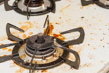 ガスコンロのバーナーが原因で火が赤い