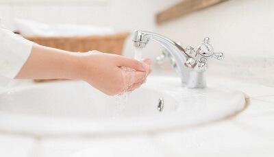 洗面所でお湯を出す