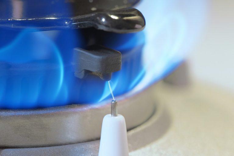 ガスコンロの点火プラグの掃除方法