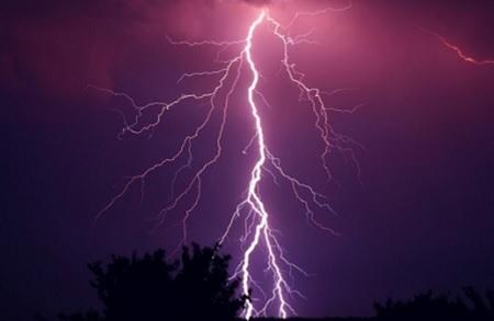 落雷の影響でエコキュートが故障